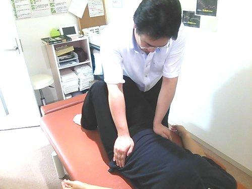 骨盤周りから反り腰を改善